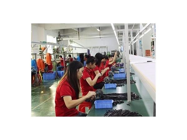 寻求数据线生产厂家定制数据线要了解的各方面